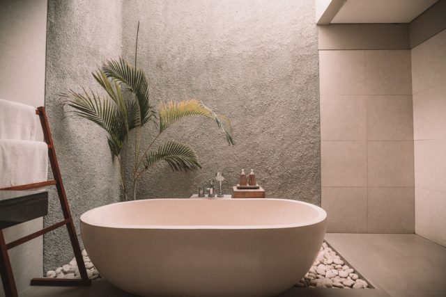 Bathtub refinishing service