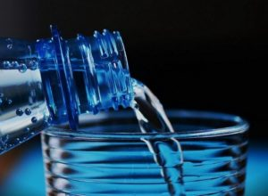 4 Steps to Ensure Healthy Water Consumption Habits in Your Home